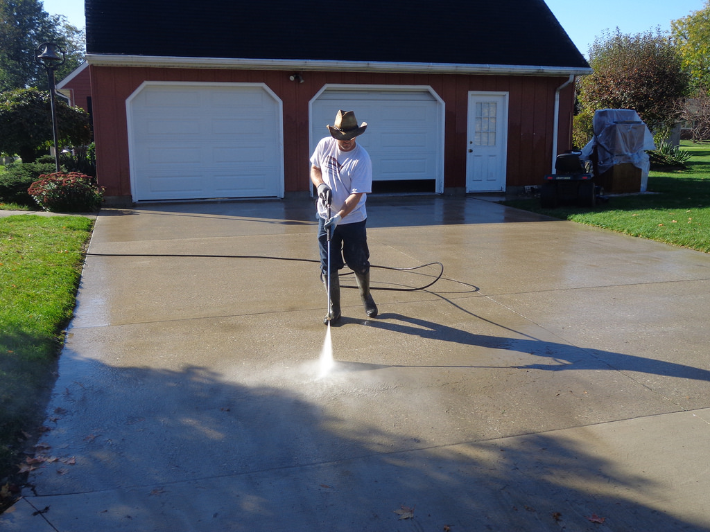 how to pressure wash a house